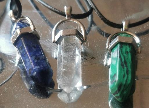 amuletai, amuletas, pusbrangiai akmenys, maginiai amuletai, kvarcas, lazuritas, malachitas