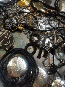 talismanai, talismanas, maginiai talismanai, pakrauti talismanai, pakrautas talismanas, magija, talismanas sekmei, sekmes talismanai